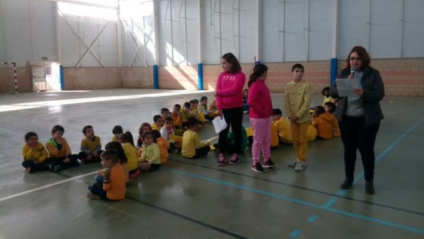 Lectura del manifiesto a cargo de la concejal Eva Ocaña