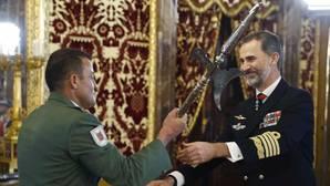 El Rey reafirma su vínculo con la Legión