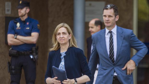 Fotografía de archivo de la infanta Cristina y su marido, Iñaki Urdangarín,a su salida de la sede de la Escuela Balear de la Administración Pública (EBAP) de Palma
