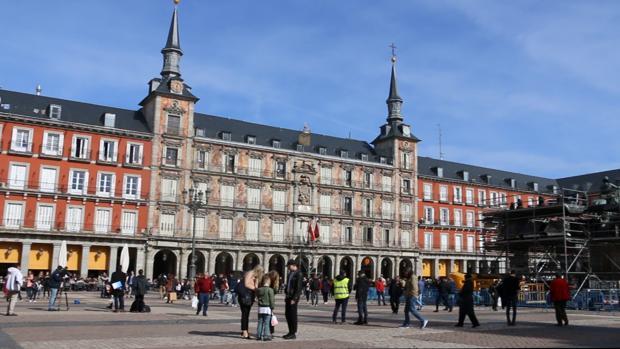 La Plaza Mayor se engalana para celebrar su cuarto centenario