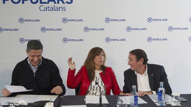 Albiol, Camacho y Ramón Riera, vicesecretario territorial, ayer en Barcelona