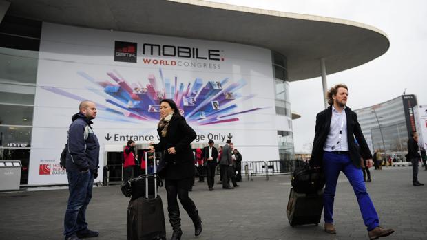Visitantes del congreso, con sus maletas, en una edición anterior del certamen
