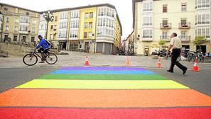 Orgullo Gay: pintar los pasos de cebra de arcoiris los invalida como señales