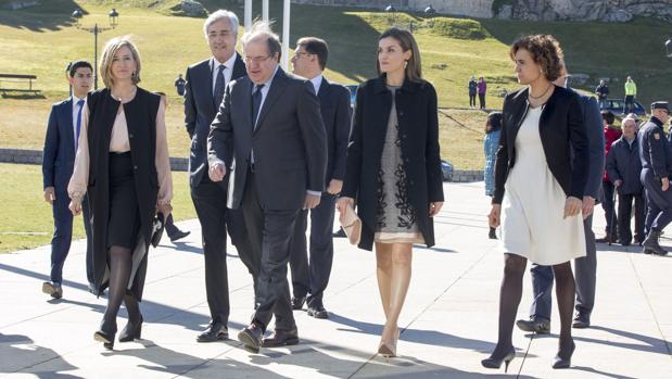 Herrera, junto a la Reina Letizia, que clausuró el congreso «Mujer y Discapacidad» en Ávila