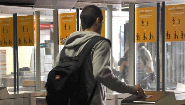 Imagen de archivo de un usuario del Metro de Valencia