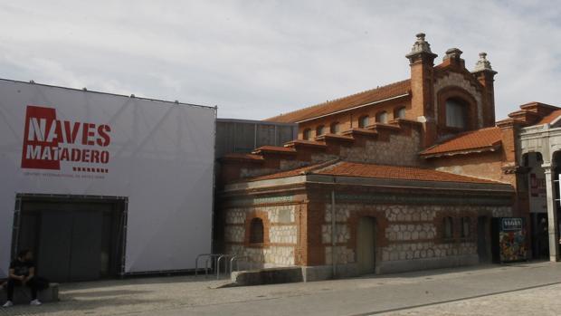 Vista del acceso a una de las naves del Matadero de Madrid