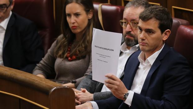 Hemeroteca: Malestar en el PP con Cs por unirse a Podemos y PSOE en la financiación | Autor del artículo: Finanzas.com