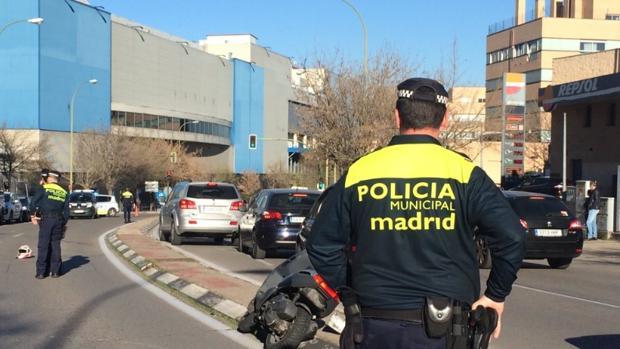 Hemeroteca: Atropella mortalmente a un motorista en Madrid y se fuga con su coche | Autor del artículo: Finanzas.com