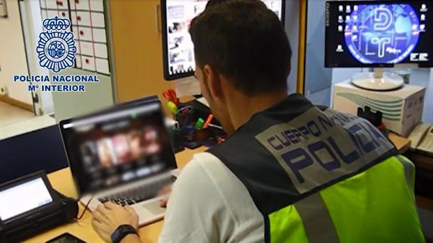 Hemeroteca: La Policía acaba con una red que vendía la virginidad de una menor por 5.000 euros | Autor del artículo: Finanzas.com