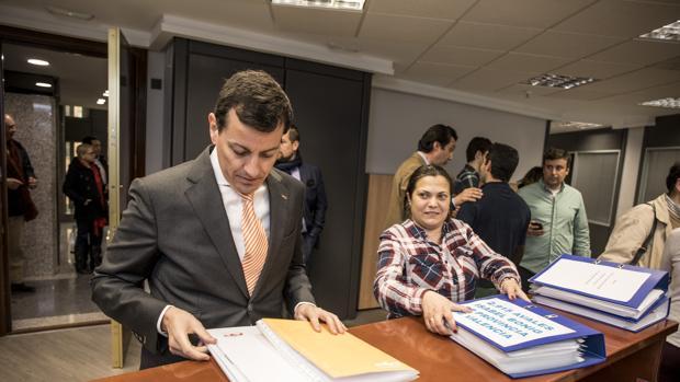 Hemeroteca: El único rival de Bonig a las primarias del PP valenciano se retira del proceso | Autor del artículo: Finanzas.com