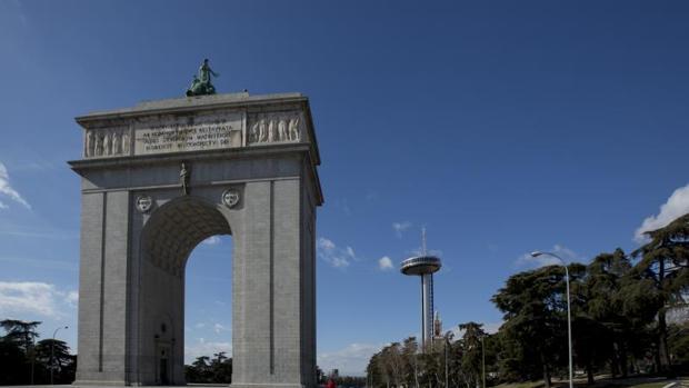 Carmena plantea instalar en el arco de la victoria un for Arquitectura franquista