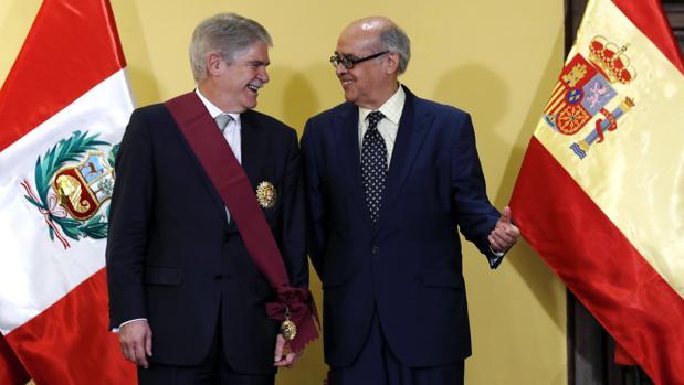 El ministro de Exteriores Dastis con su homólogo peruano, Ricardo Luna