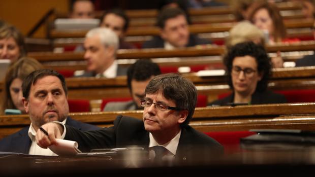 Oriol Junqueras y Carles Puigdemont, en el Parlament