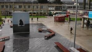 Radicales encapuchados arrojan un artefacto incendiario en la Universidad del País Vasco