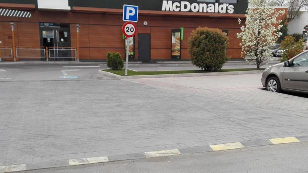Lugar donde se desplomó la victima, en la calle del Pico de la Mira