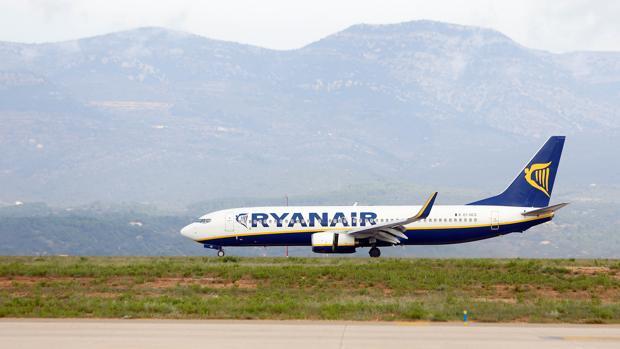 Imagen de un avión de Ryaanair en el aeropuerto de Castellón