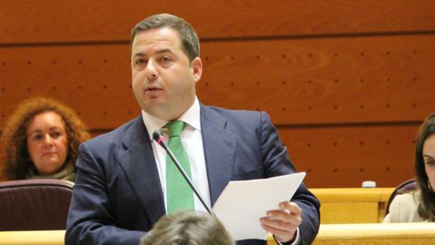 Imagen del senador Agustín Almodóbar en el Senado