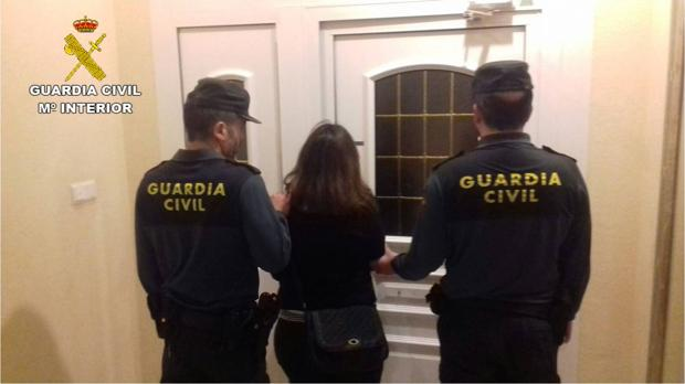 Imagen de la mujer detenida en El Campello por tráfico de drogas y abandono de la menor