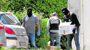 ETA anuncia para el 8 de abril su desarme unilateral obligada por la presión policial