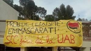 Medio centenar de radicales secuestra el campus de la UAB