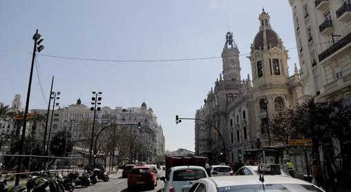 Vista de la plaza del Ayuntamiento tomada apenas unas horas después de la Cremà