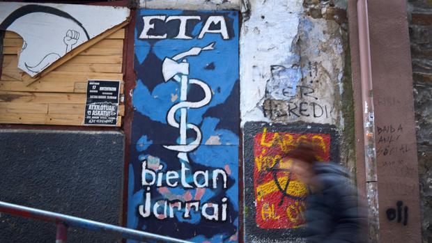 El Gobierno francés dice a ETA que la entrega de armas debe respetar las reglas judiciales