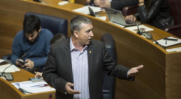 Imagen del conseller Climent tomada en las Cortes Valencianas