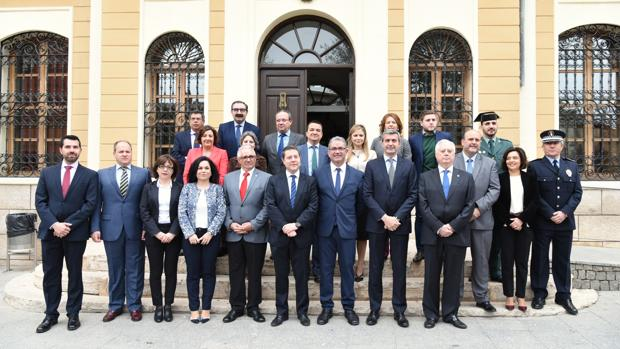 García-Page, junto al alcalde Juan Carlos Navalón, Álvaro Gutiérrez y los consejeros del Gobierno regional