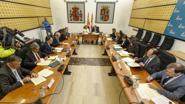 Los rectores de las universidades castellano y leonesas, durante la firma del convenio