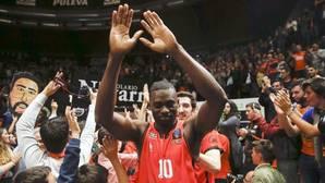Imagen de la celebración de los jugadores del Valencia Basket