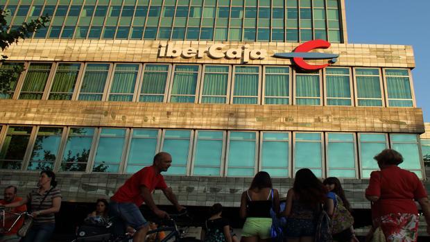 Ibercaja quiere cerrar 160 oficinas y desprenderse de 686 for Ibercaja oficinas zaragoza