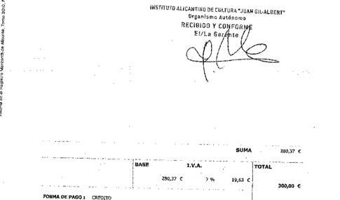 Firma del gerente del centro cultural, con el importe total de 300 euros (con IVA)