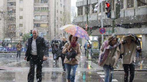 Nieve, hoy, en las calles de Madrid
