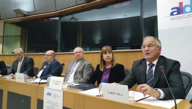 Teresa Giménez Barbat, en un acto de ALDE en el Parlamento Europeo, con empresarios catalanes