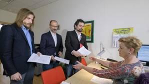 Pablo Fernández (Podemos), Luis Fuentes (Ciudadanos) y José Sarrión (IU) registran la petición de la apertura de una comisión de investigación