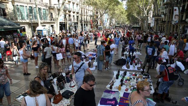 Portesta de manteros el pasado verano en las Ramblas de Barcelona
