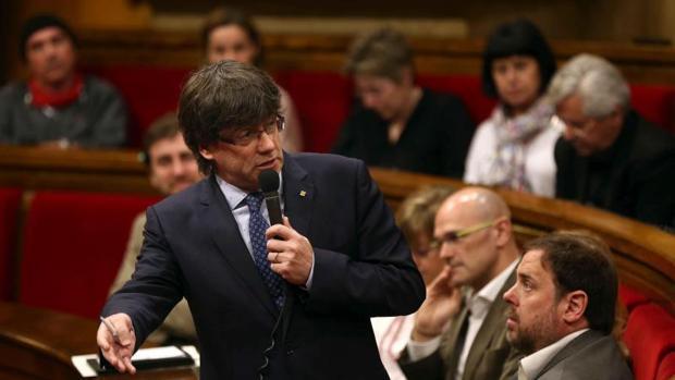 Carles Puigdemont durante un debate en el Parlament de Cataluña