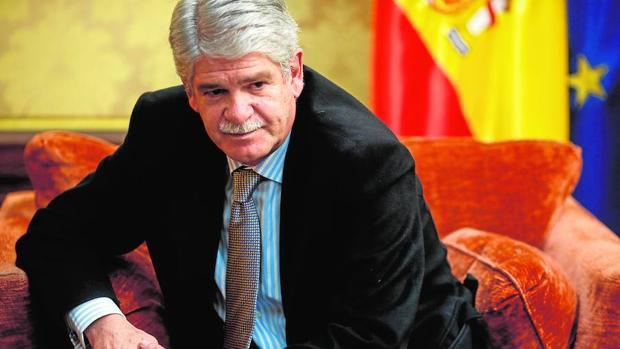 El ministro de Asuntos Exteriores, Alfonso Dastis, ayer en su despacho del Palacio de Santa Cruz