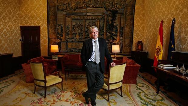 Alfonso Dastis en su despacho del Palacio de Santa Cruz este viernes