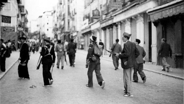 Milicianos del Ejército Popular de la II República entran en la ciudad de Guadalajara