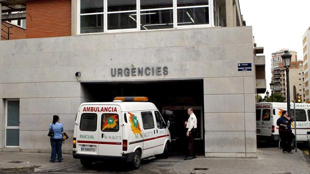 Imagen de la entrada a urgencias del hospital Clínico de Valencia