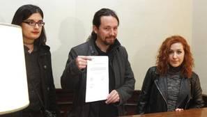 Podemos e Izquierda Unida difunden los tuits sobre Carrero en apoyo a la tuitera condenada