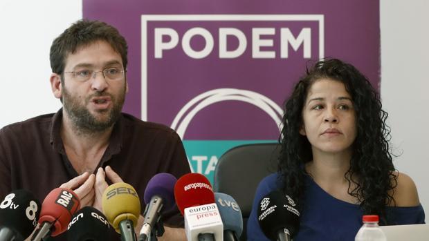 El líder de Podem, Albano Dante Fachin, junto a la secretaria de organización, Ruth Moreta,