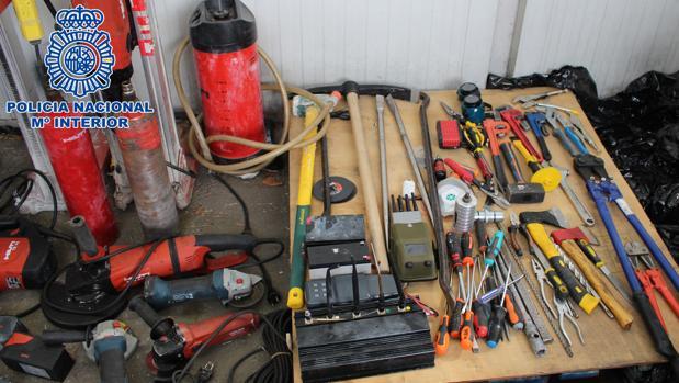 Parte de las herramientas incautados para cometer los asaltos