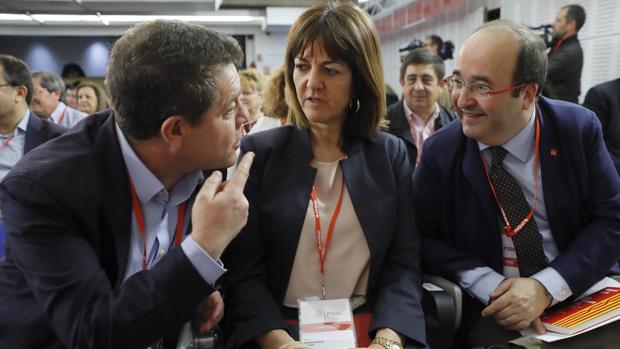 Emiliano García-Page conversa con Idoia Mendia y Miquel Iceta