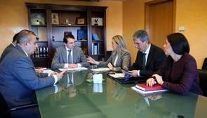 Reunión del presidente de la CHT con la alcaldesa de Toledo y otras autoridades