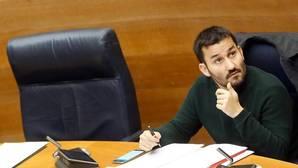 Imagen del conseller Marzà tomada en las Cortes Valencianas