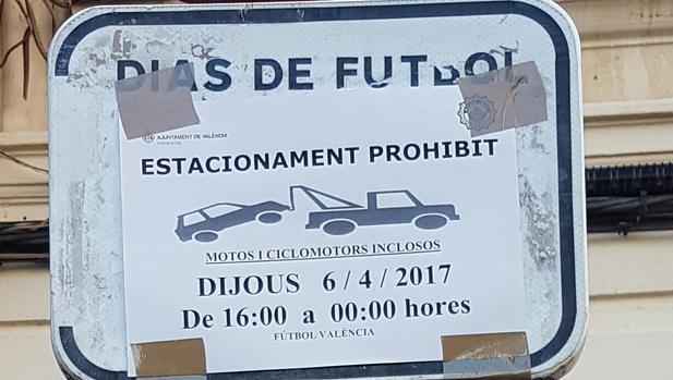 Imagen de una placa móvil en valenciano