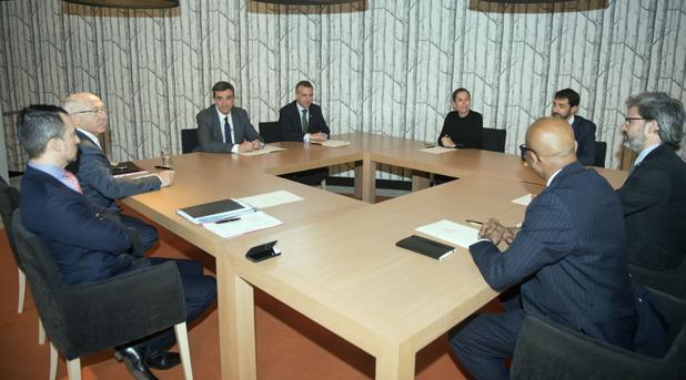El lendakari se reunió con los verificadores del desarme el miércoles