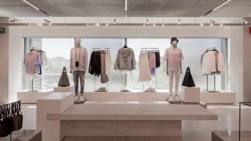 Continente al margen Inditex ha seleccionado una serie de prendas para  celebrar la apertura de esta tienda tan especial. Entre estas prendas  figura una ... 3783d00c359e1